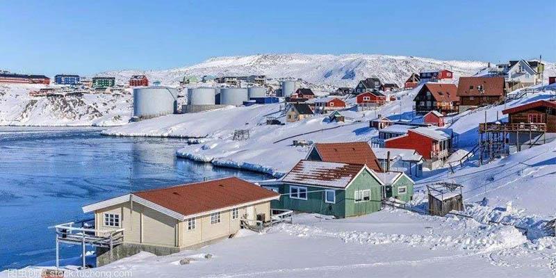 格陵兰岛一日内冰雪融化20亿吨,不寻常的高温正在改变当地冰山地貌