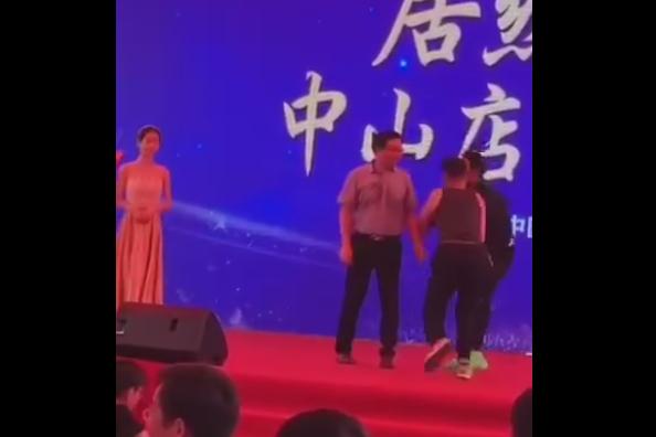 任达华广东出席活动被捅伤,手部和腹部受伤血流不止