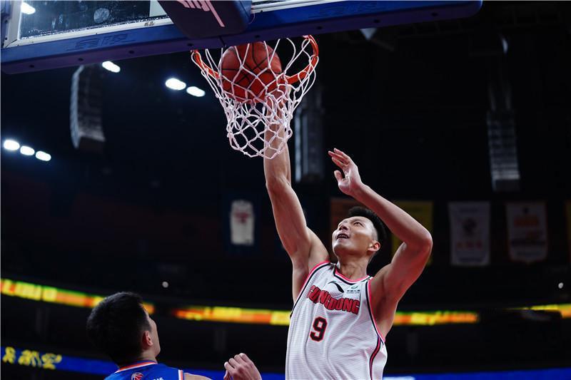 CBA广东队两连胜 易建联生涯得分突破11000分