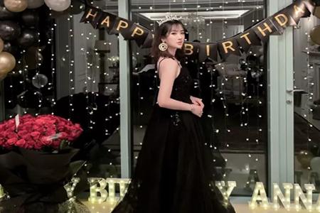 任正非22岁小女儿姚安娜晒庆生照 穿戴黑纱皇冠名媛范十足