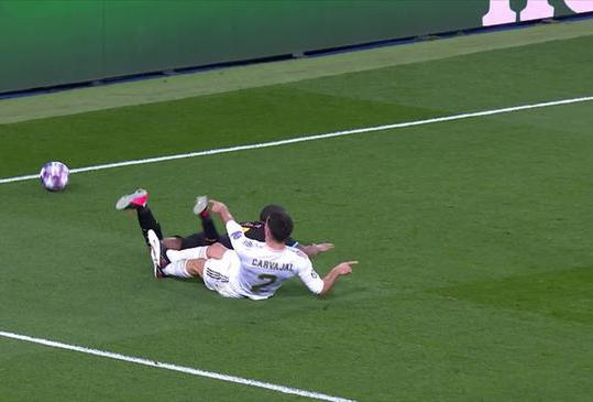 【欧冠】皇马1-2惜败曼城 此役最糟糕的一人是卡瓦哈尔