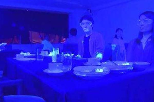 新冠病毒在餐厅的传播速度有多快_世卫警示新冠可能成为流行性病毒