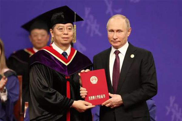 普京被授予博士学位,普京博士学位