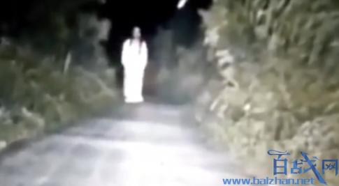 白衣女半夜吓路人