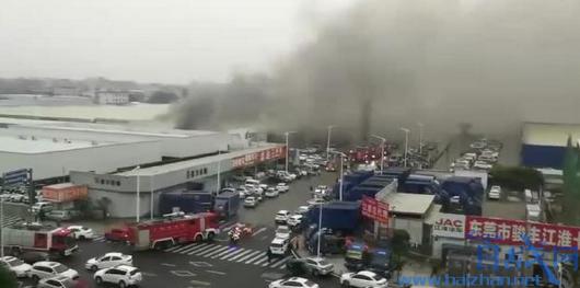 东莞车行市场起火