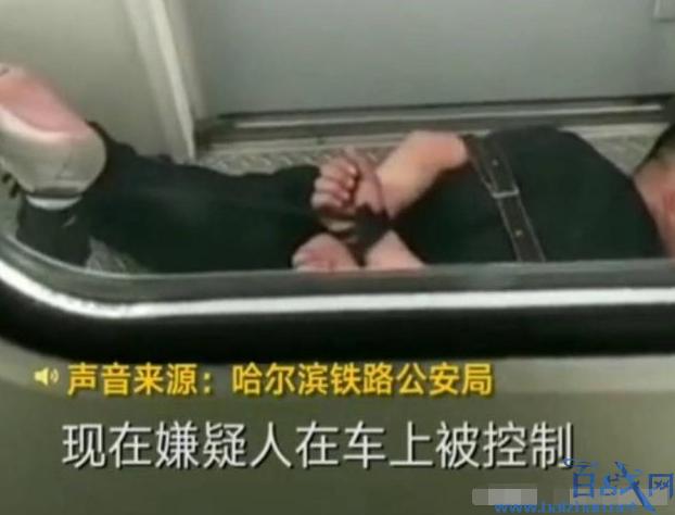 乘客霸坐并对乘务员污言秽语 被乘警就地反绑趴在走廊过夜