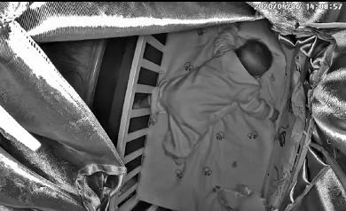 3个月大婴儿趴睡死亡背后黑色产业链曝光 亲妈全程看直播窒息死亡