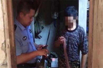大义灭亲!14岁女儿报警举报父亲私藏枪支 小女孩:他经常拿枪吓唬我