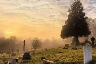 小镇颁布死亡禁令,法定节假日居民不得在家中去世