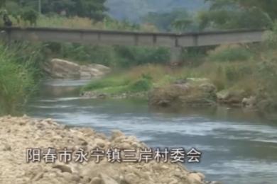 阳春桥面下沉一年无人问津,村民每日过河提心吊胆