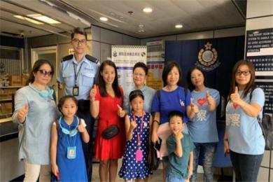 香港市民慰问天水围警署 民众被香港警察感动落泪:最近警察太辛苦