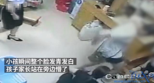 男子狠踩小孩伤脚,汕尾男子狠踩小孩脚,男子狠踩小孩伤视频
