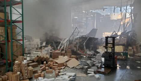 美国加州一架F-16战机坠毁,驾驶员成功逃生