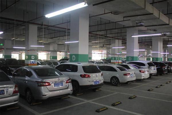 20万买的车位只能开不能用 买车位爬天窗出入