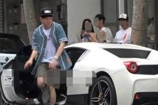 林俊杰違規停車,林俊杰為什么神態有些緊張?