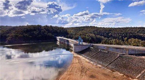 澳大利亚首都悉尼实行限水令,旱情加剧致生活用水紧张