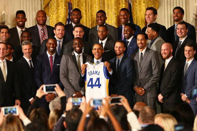 奧巴馬現身多倫多NBA總決賽 觀戰猛龍VS勇士