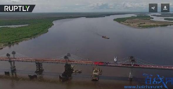 中俄跨境公路大桥,首座中俄跨境公路大桥合龙,首座中俄跨境公路大桥