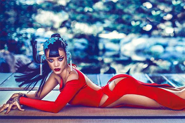 蕾哈娜成最富女歌手资产令人震惊,蕾哈娜登杂志封面画风前卫