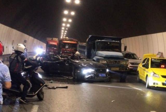 重慶一隧道發生追尾事故,多車相撞致隧道嚴重堵塞