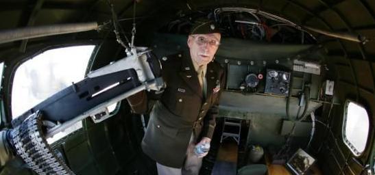 97歲美國老兵法國表演高空跳傘,紀念諾曼底登陸75周年