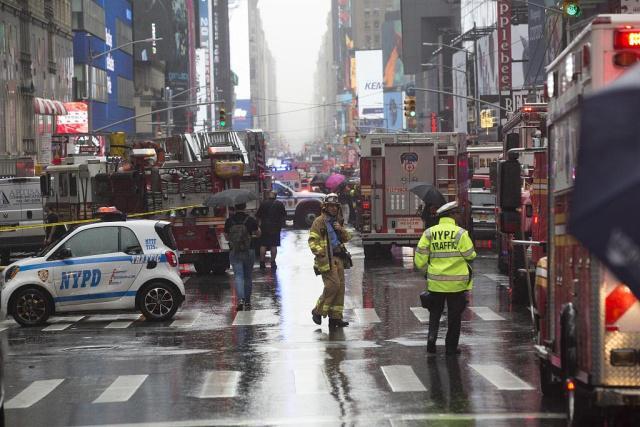 一架直升机在纽约坠毁 唤起纽约居民911事件回忆