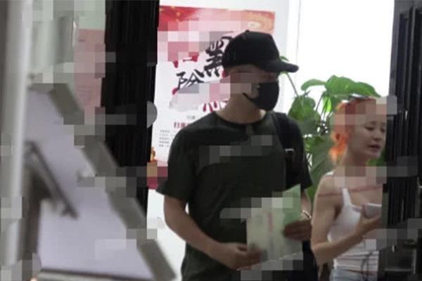 """曹云金朋友圈半年内看不到妻子影子,曹云金""""猫腻""""早出来了"""