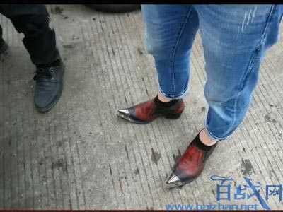 男子穿高跟鞋开车发生交通事故 民警表示从来没见过穿着样鞋子的男司机