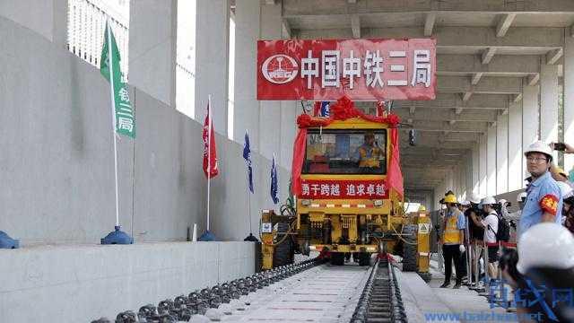 京张高铁轨道贯通,北京到张家口高铁,京张高铁