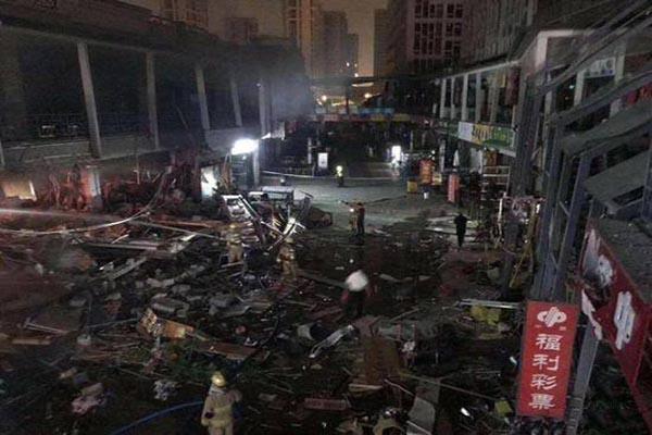 杭州拱墅区万达广场金街内店铺发生爆燃事故 4家店铺受损严重