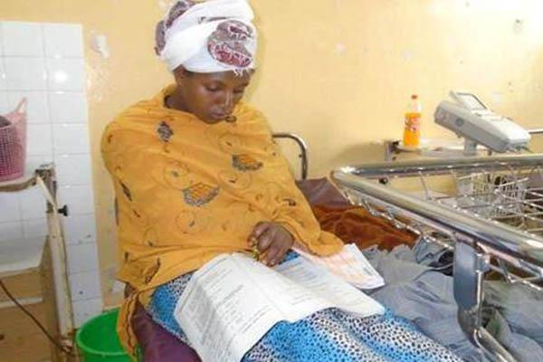不忘学习!埃塞俄比亚一女子刚生完孩子半小时在病床上参加考试