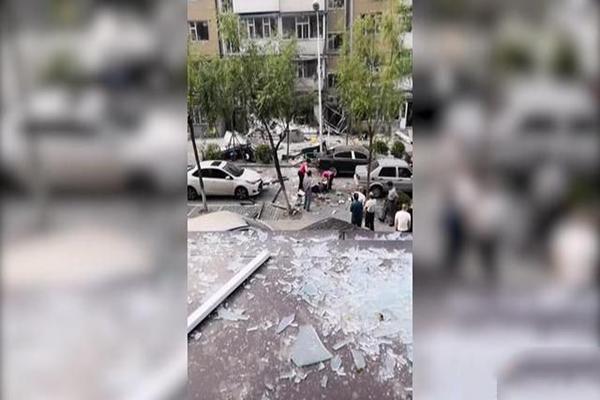 长春一居民楼疑似发生燃气爆炸 先后共有三次爆炸声
