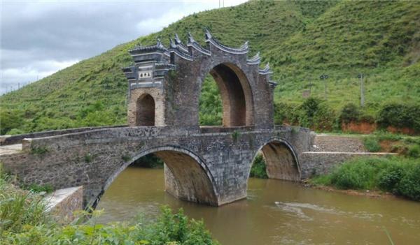 """江西龙南现500岁""""桥坚强"""",遭洪灾侵袭屹立不倒"""