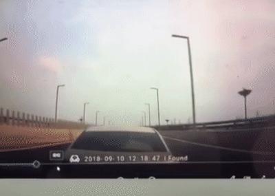 女司机高速上被追尾后淡定离开,网友笑死在街上