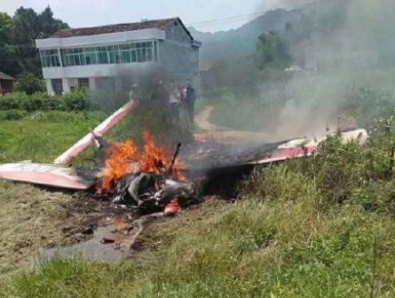 长沙一架飞机疑失事发生坠机事件,两名乘客被烧伤送医