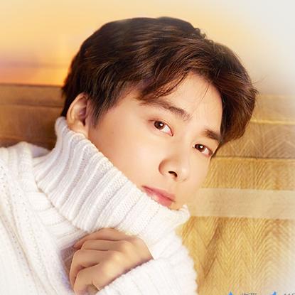 李易峰,1987年5月4日出生于四川成都,中国内地男演员、流行乐歌手、影视制片人,毕业于四川师范大学电影电视学院。2007年,参加东方卫视选秀娱乐节目《加油!好男儿》的比赛,获得全国总决赛第八名,从而正式出道。