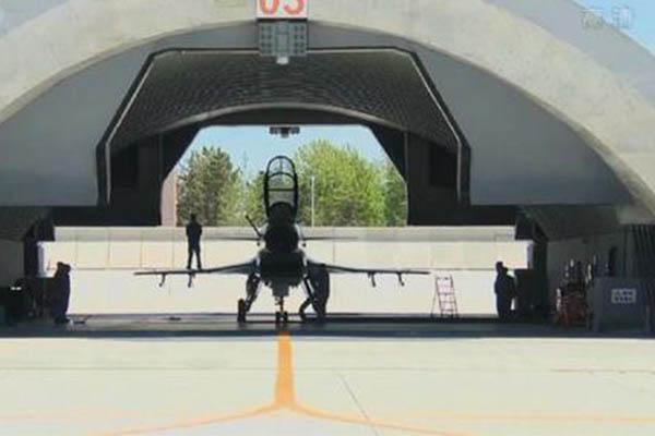 殲10加固機堡曝光,超厚鋼筋混凝土防護蓋極大提升防護能力