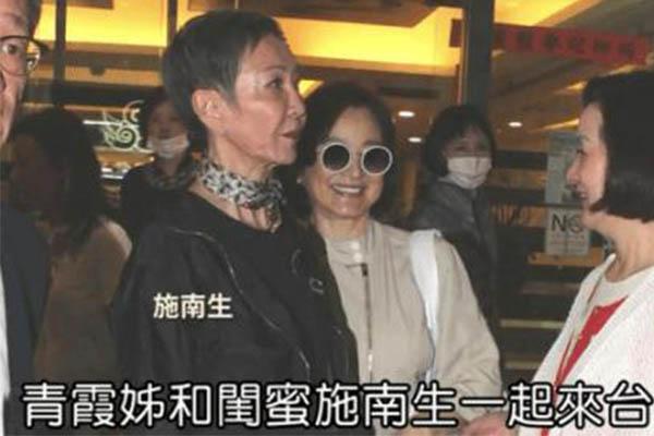 林青霞现身台北看罗大佑演唱会,闺蜜随行施南生黑色系着装亮眼