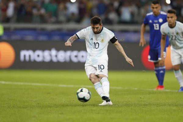 ?#20048;?#26479;梅西点球扳平比分 阿根廷1-1巴拉圭依旧小组垫底