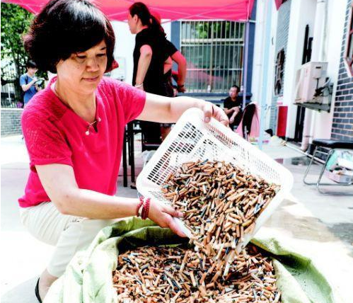 山东济宁1公斤烟头能换60元,新招数能否改善烟头丢弃乱象
