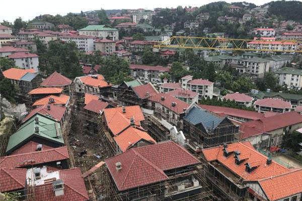 庐山景区现产权公寓,位于牯岭街观景平台下面的品庐项目已经封顶