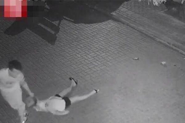 警方公布男子当街暴打女孩细节,突然对吴某实施暴力殴打将其打晕