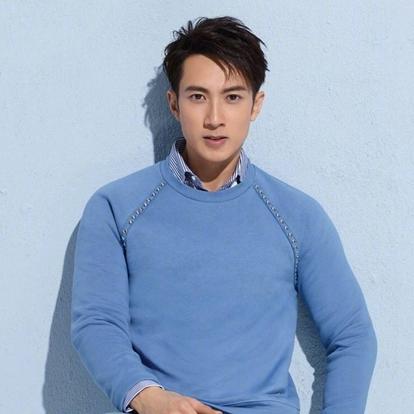 吴尊(Chun Wu),原名吴吉尊,1979年10月10日出生于文莱,从小学习篮球,并担任过文莱国家队队员;此外,他还代表过文莱与中国的少年队交手,并与姚明一起切磋过。华语影视男演员、流行乐歌手,毕业于澳大利亚皇家墨尔本理工大学。