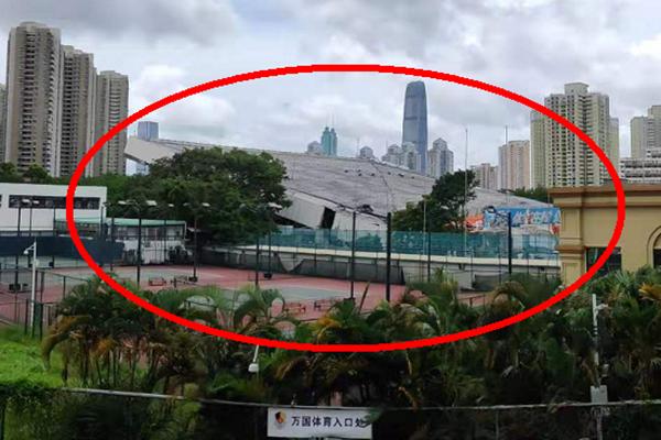 深圳体育馆倒塌4人被困已救出2人 深圳体育馆为什么突然倒塌?