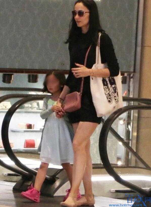 吴彦祖女儿曝光 超高颜值继承父母强悍基因