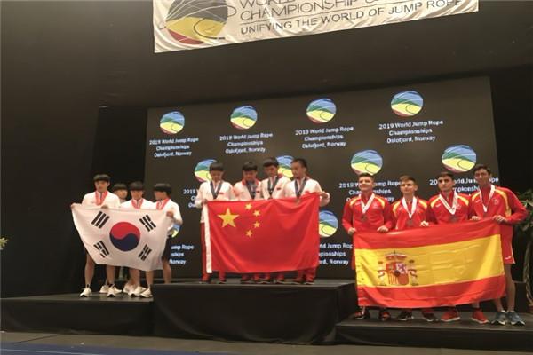 牛!中国小学生出征跳绳世界杯勇夺60枚金牌 再破跳绳世界纪录无影脚传人