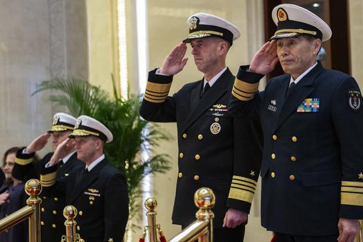 美国海军部长与中国海军司令通话,中国南海试射反舰弹道导弹引发关注