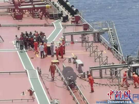 海南渔船在南沙海域遇险沉默 32位渔民均已获救