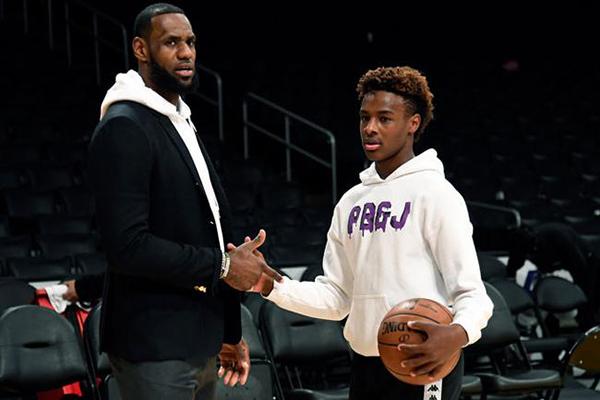 美国第一篮球高中生!詹姆斯14岁大儿子秀风车暴扣