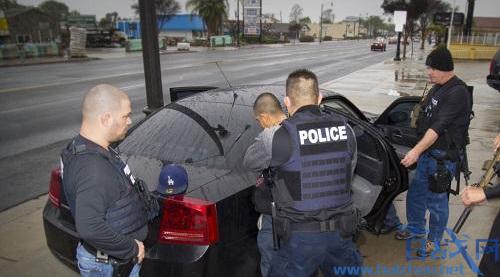 美国抓捕无证移民引发大规模示威游行,多位市长表示不会配合联邦机构行动